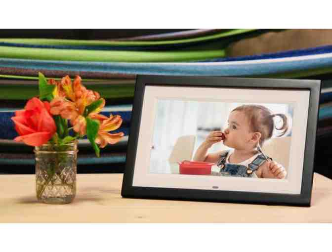 Skylight is a touch-screen photo frame you can update by email from anywhere. - Photo 1