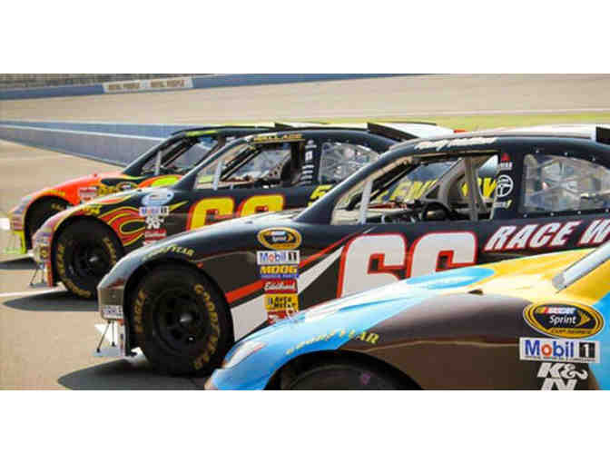 Ultimate NASCAR Driving Experience - Photo 1