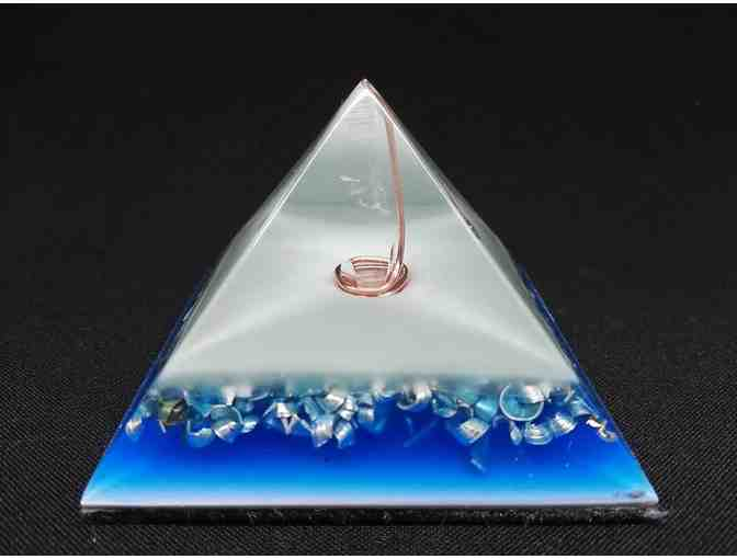 Orgonite Orgone Pyramid - Energy Generator - PURIFY WATER - GLOWS IN THE DARK - Photo 1