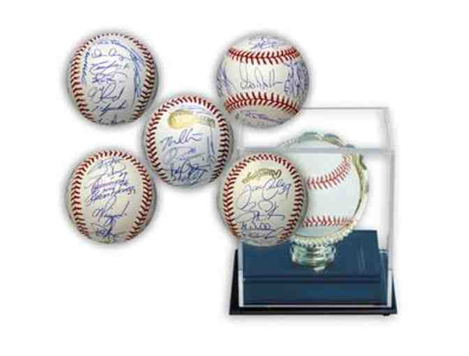 2005 Chicago White Sox Team Hand-Signed Baseball With Gold Glove Display Case
