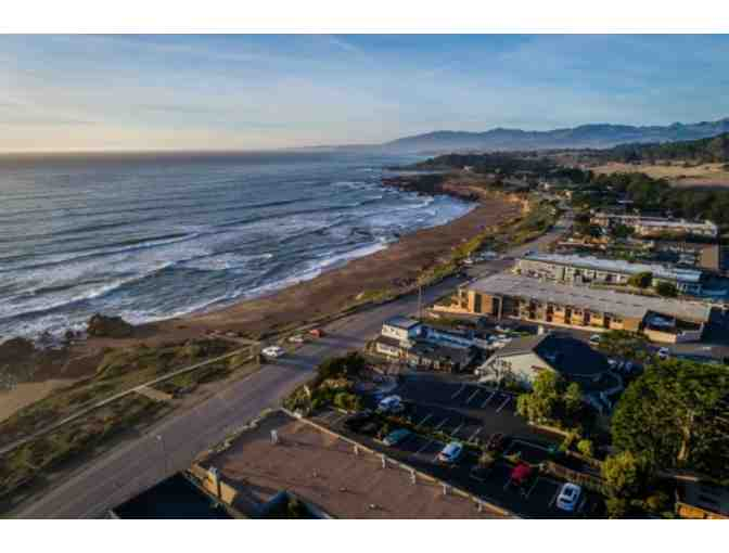 Cambria, CA - Moonstone Landing - Overnight stay in Partial Ocean View King Room