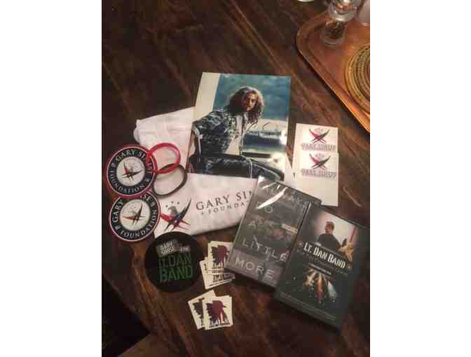 Gary Sinise Donates a Stellar Gift Bag Honoring Our Veterans!  Autographed! - Photo 1