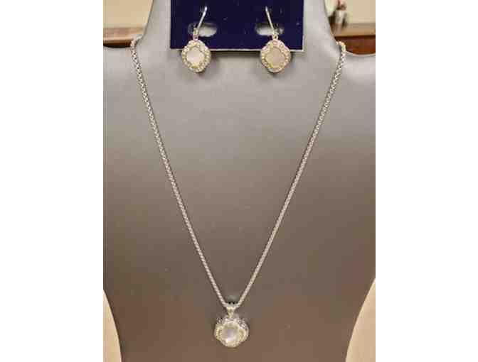 Two-Tone Mother of Pearl Quatrefoil Necklace/Earring Set