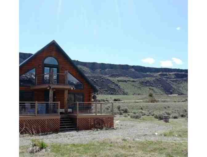 Weekend Getaway for up to 12 people in Spacious Montana Cabin Near Yellowstone