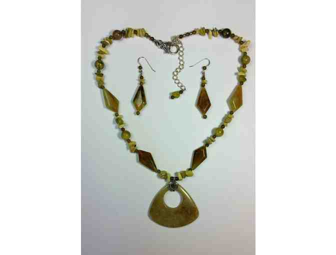 Beth Mann Jewelry - Serpentine Pendant Necklace Set with Matching Earrings