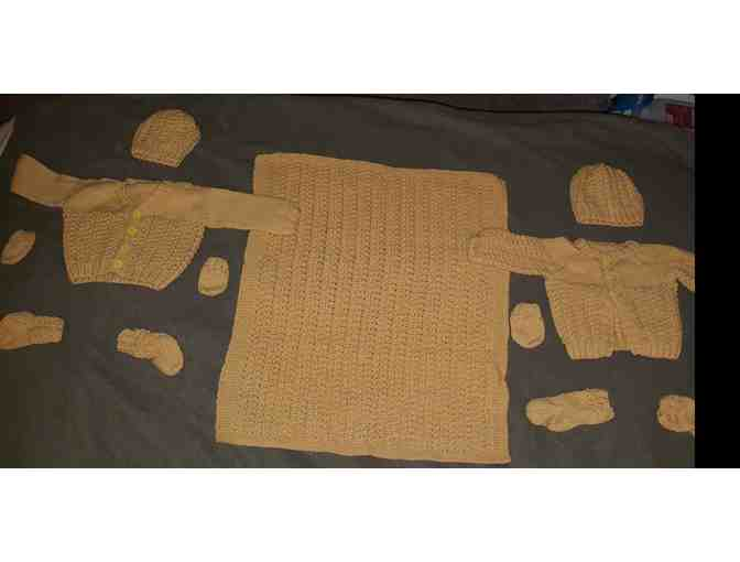 Baby Stroller/Car Seat Blanket with Cardigans, Hats, Socks & Mittens - Photo 2