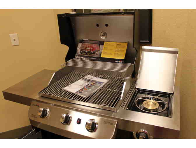 Char-Broil Signature 3 Burner Gas Grill