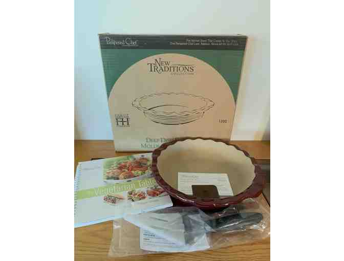 Pampered Chef Pie Dish and Cookbook