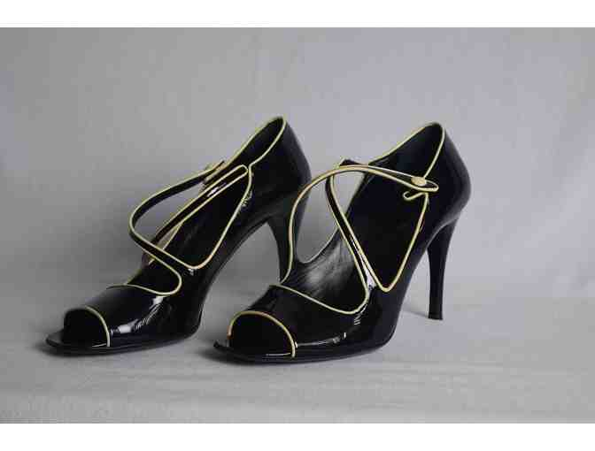 OPRAH WINFREY'S SIGNED SHOES - Photo 2