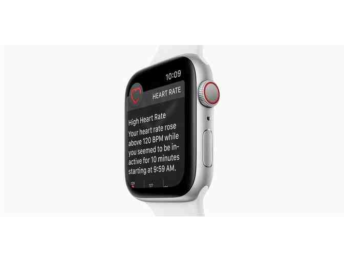 Apple Watch Series 4 in Silver/White Sports Band with GPS - Photo 2