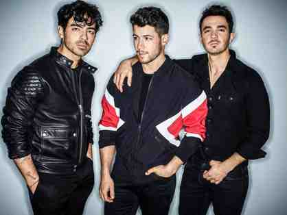 PAIR OF  TICKETS WITH MEET AND GREET FOR JONAS BROTHERS IN BOSTON