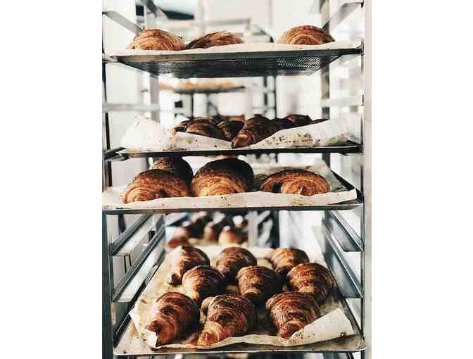 $100 gift certificate to Les Gourmands Bakery