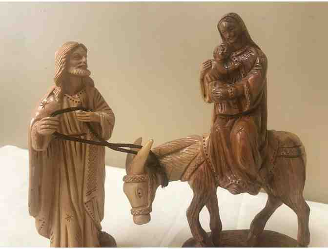 Carved wooden Sculpture of the Holy Family from Bethlehem - Photo 2