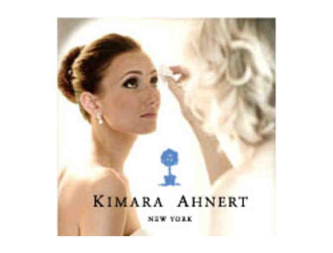 Makeup lesson at Kimara Ahnert