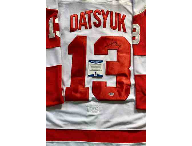 Autographed Hockey Jersey signed by Pavel Datsyuk