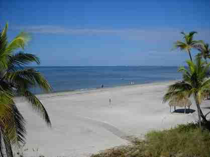 1 Week Gulf Shore Getaway for 4 in Sunny Fort Meyers Beach, Florida