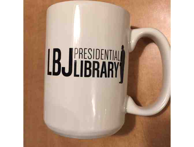 4 Tickets to the LBJ Presidential Library , book : Quotations of LBJ, Mug and T-shirt - Photo 4