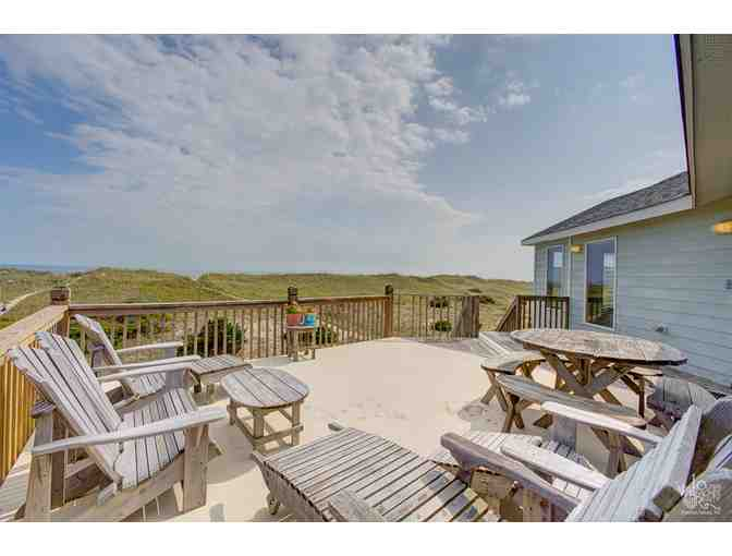 1 Week Stay (March 31-April 7 -Easter Week) 4 Bedroom Oceanfront House Waves, NC