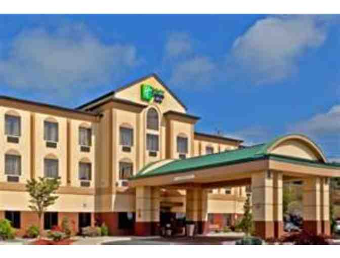 1 Night Stay at The Holiday Inn Exp. in Newton PLUS Lunch Or Dinner for 2 at Applebee's - Photo 1