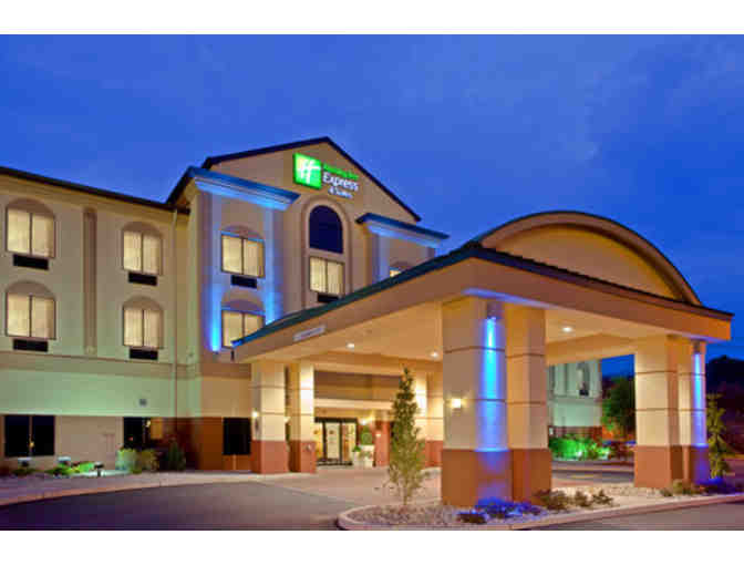 1 Night Stay at The Holiday Inn Exp. in Newton PLUS Lunch Or Dinner for 2 at Applebee's - Photo 4