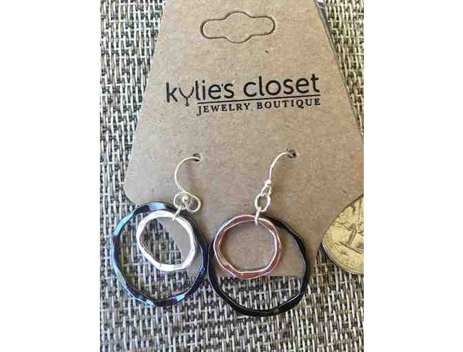 Kylie€™s Closet metal duo earrings