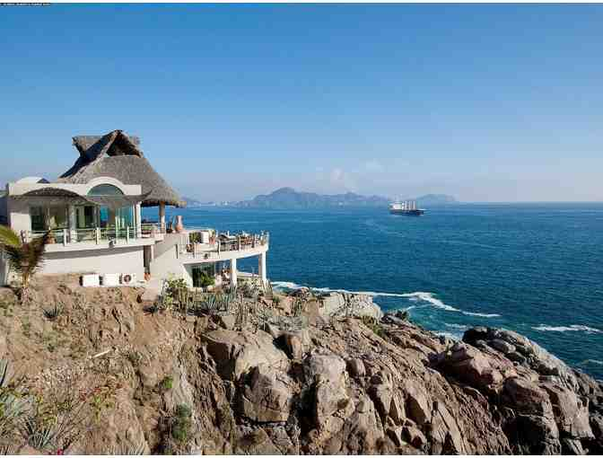 La Vida Buena: A Luxury Beach Getaway at Casa Acantilada