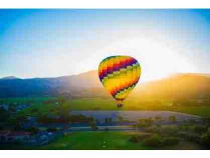 A Picturesque Getaway to Napa Valley with Balloon Ride and Wine Tour