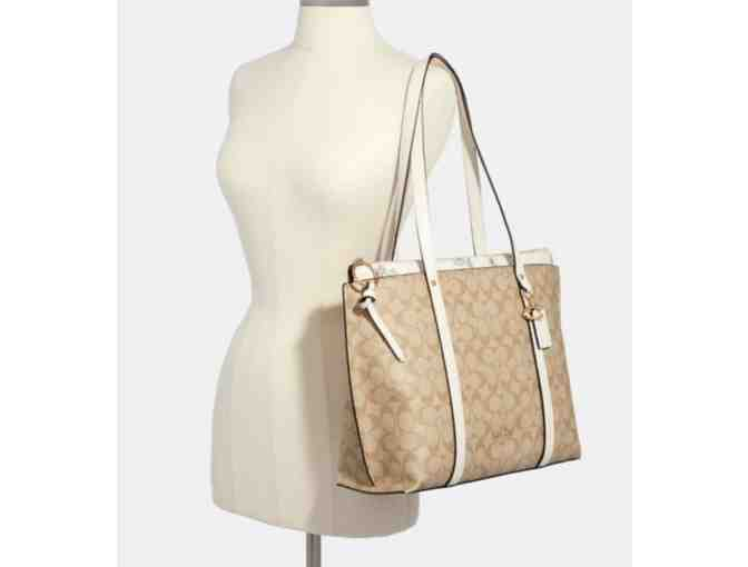 Coach May Tote In Signature Canvas With Dandelion Floral Print - Photo 2