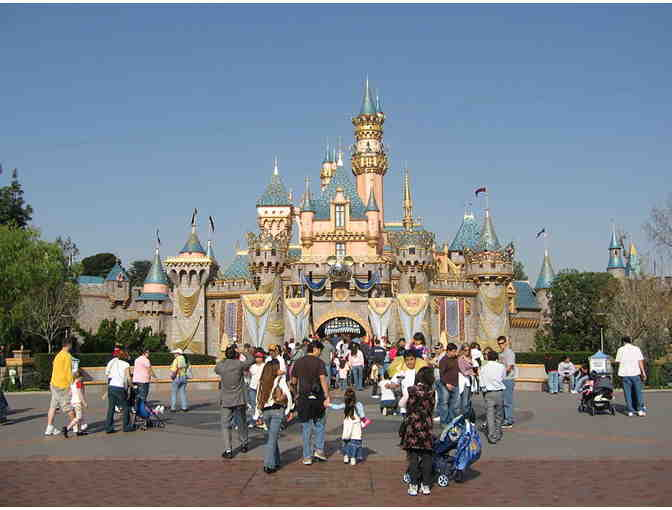 4 days/3 nights to ANAHEIM, CA: Disneyland (2 days), Knott's Berry Farm (1 day) & MT - Photo 2