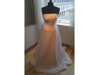 Dallas / Wedding Gown by Binzario